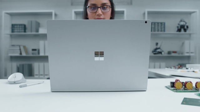 Surface Book 2_robot_30sec Video 3