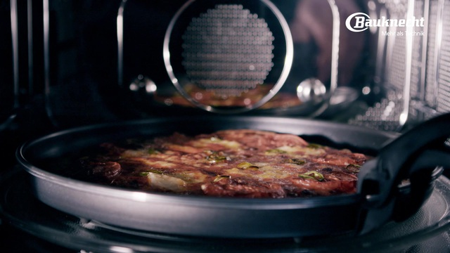 Bauknecht - Pizza aus der Mikrowelle Video 6