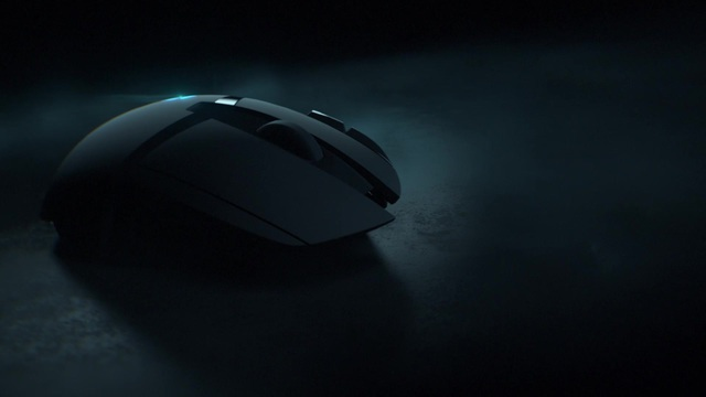 Logitech - G402 Hyperion Fury FPS-Gaming-Maus Video 3