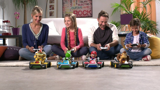 Carrera RC - Mario Kart Family Video 3