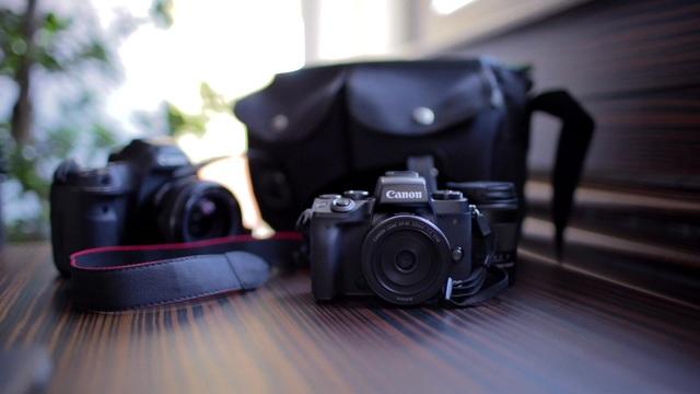 Canon - EOS M5 Video 3