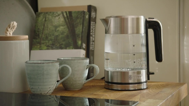 Russell Hobbs - Compact Home Mini-Glas-Wasserkocher Video 8